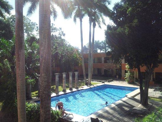 Hotel Hacienda Uxmal Plantation & Museum: le parc et la piscine