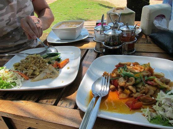 Chong Fah Restaurant: Lunch spread