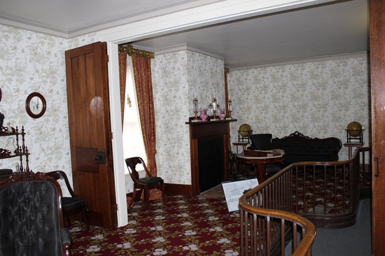 The Actual Banister Abraham Lincoln Touched Lincoln Home Springfield Il Picture Of Lincoln