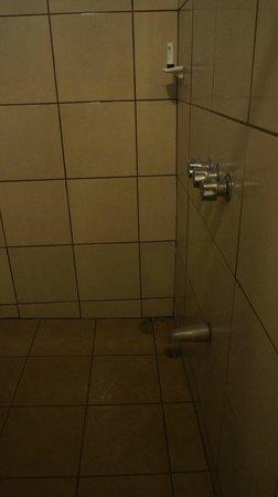 Hotel Brasilito: shower
