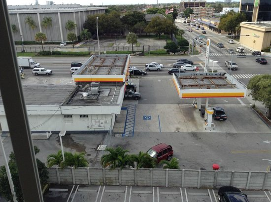 Best Western Premier Miami International Airport Hotel & Suites: The great view from our room!