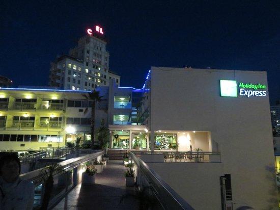 Holiday Inn Express San Diego Downtown: Außenansicht von Westen