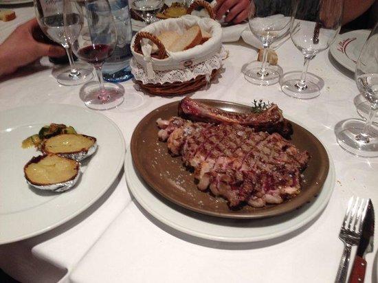La Llardana: chuleton con plato caliente
