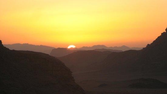 Wadi Rum Candles Camp: Sunset in  Wadi Rum
