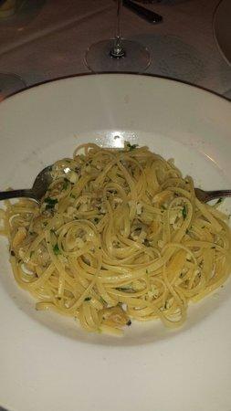 Tutto Bene: Linguini with clams.