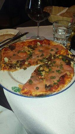 Tutto Bene: Smoked Salmon Pizza.