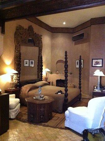 Riad Noir d'Ivoire: Guepard suite bedroom.