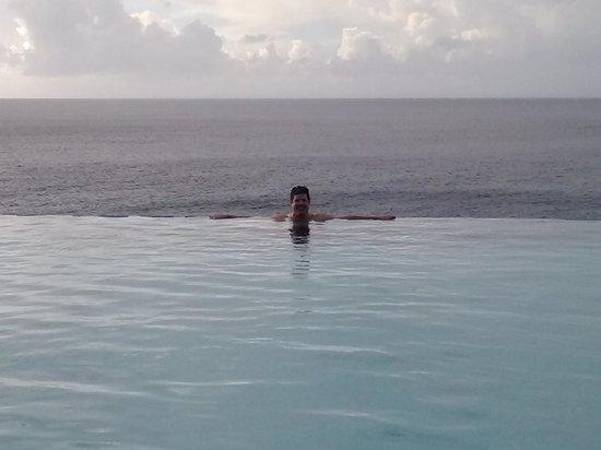 Frenchman's Reef & Morning Star Marriott Beach Resort: the infinity pool