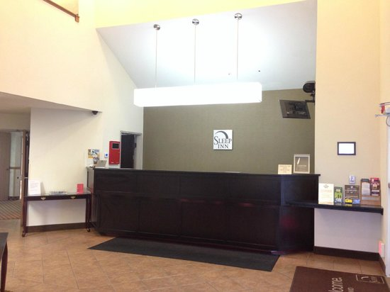 Sleep Inn Provo: Front Desk