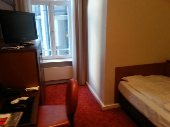 Hotel Hafen Hamburg: Small single room