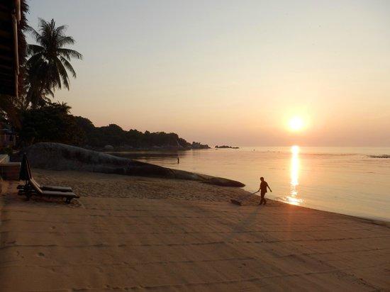 Lazy Day's Samui Beach Resort: Sunrise