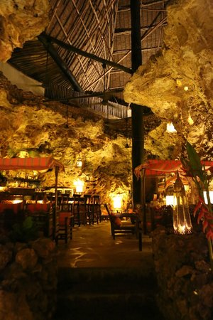 Ali Barbour's Cave Restaurant: Inside the cave