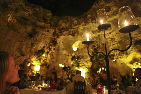 Ali Barbour's Cave Restaurant: Can see the sky