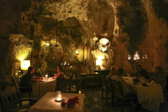 Ali Barbour's Cave Restaurant: In the cave