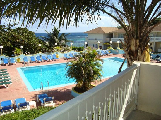 Club Ambiance: pool view