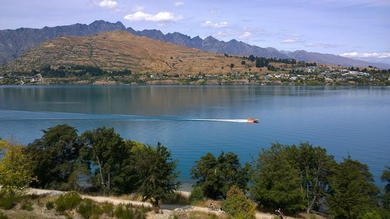 The Rees Hotel & Luxury Apartments: Lake Wakatipu & The Remarkables