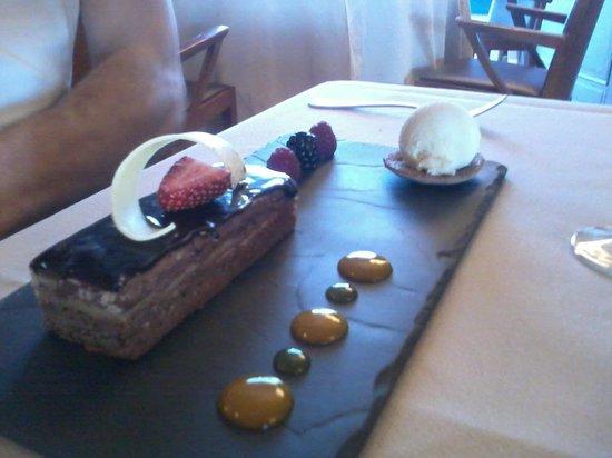 Palacio Castillo de gorraiz: 3 chocolates y helado d pera