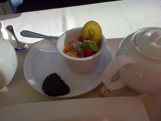 Bistro at Westwood Lake: Creme Brule came with a chocolate cookie