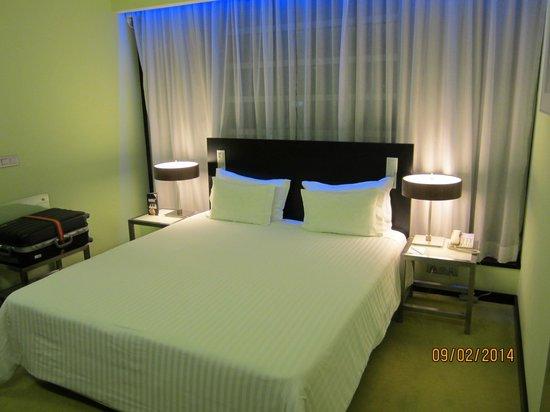 SANA Capitol Hotel : letto matrimoniale camera 405