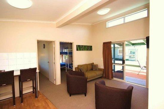 Omokoroa Kiwi Holiday Park: 1a Dining Room