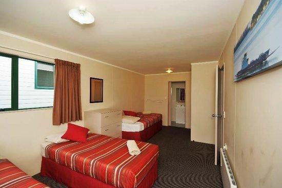 Omokoroa Kiwi Holiday Park: 8a's second bedroom