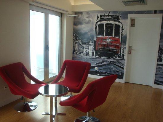 Lisbon City Hotel : petit salon très chaleureux (partie commune)