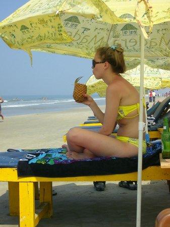 Hotel Colva Kinara : На пляже есть лежаки и зонтики