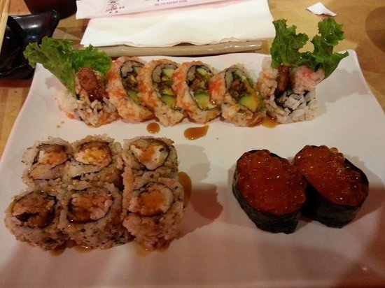 Sushi 85: Spider crab, tuna roll, roe