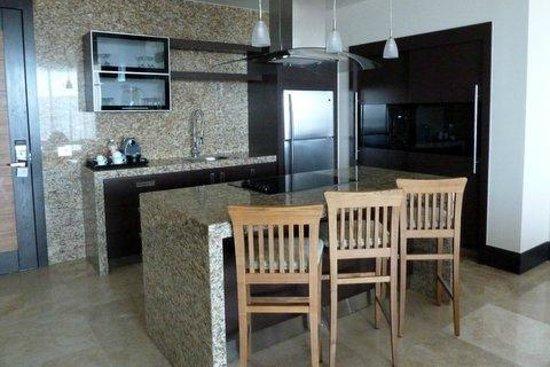 Grand Luxxe Nuevo Vallarta: Kitchen