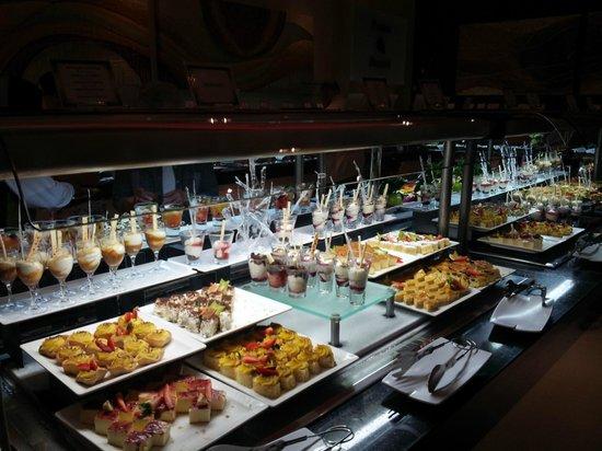 Luxury Bahia Principe Sian Ka'an Don Pablo Collection: un des nombreux buffets