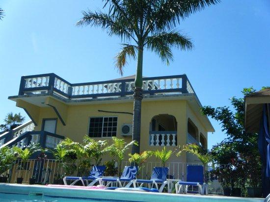 Seastar Inn: The new building with a roof top sun deck