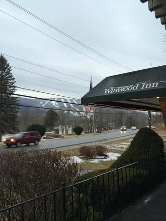 Winwood Inn & Condos : Front Entrance