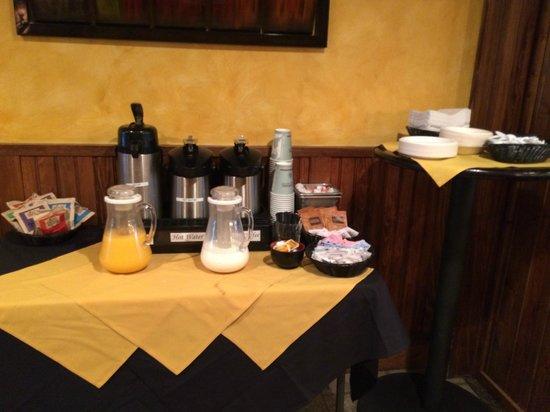 Winwood Inn & Condos : Breakfast
