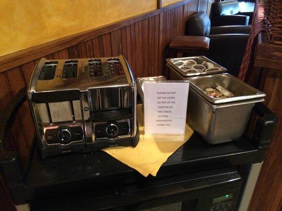 Winwood Inn & Condos: Breakfast