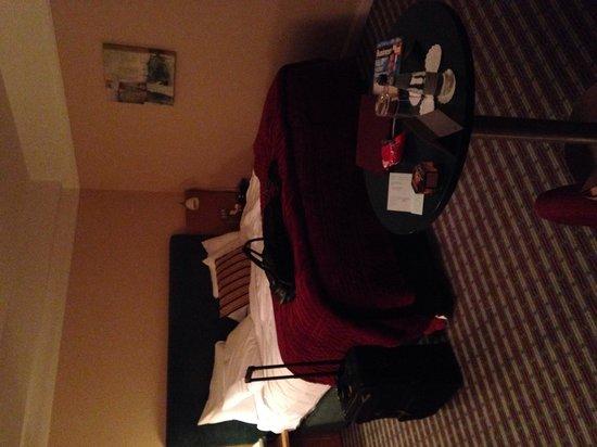 The Croke Park: Bed - huge and soooo comfy!