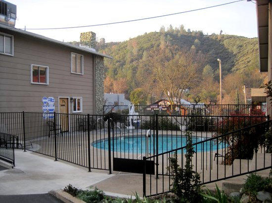 Mariposa Lodge : Pool area