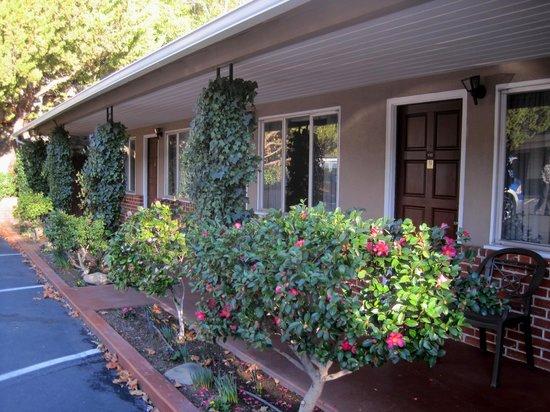 Mariposa Lodge: Beautiful plantings