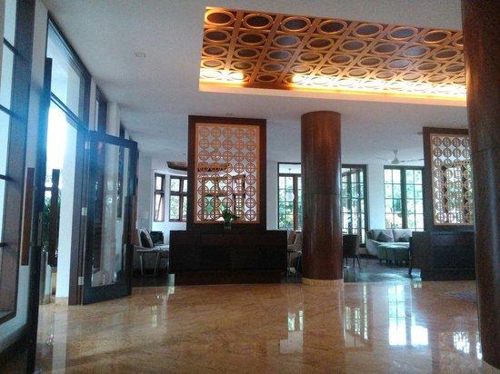 HOUSE Sangkuriang - Bandung: Entrance and Lobby