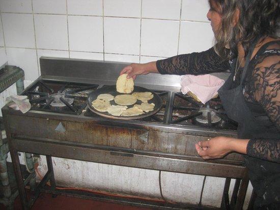 El Frijol Feliz Cooking School: Making Tortillas