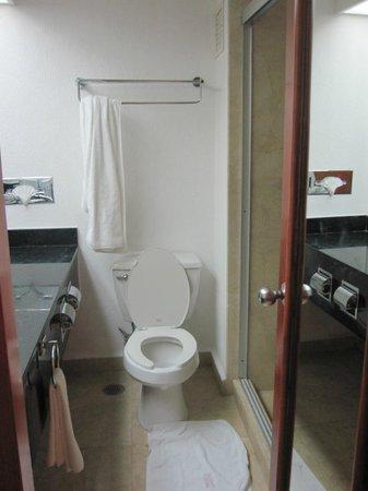 Flamingo Cancun Resort: Bathroom