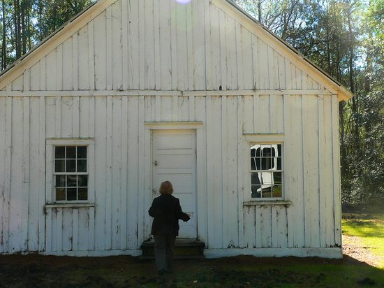 Hobcaw Barony Visitors Center: Slave Town Church (tour guide unlocking the door)