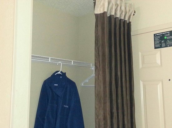 Extended Stay America - Greensboro - Wendover Ave. - Big Tree Way: Closet