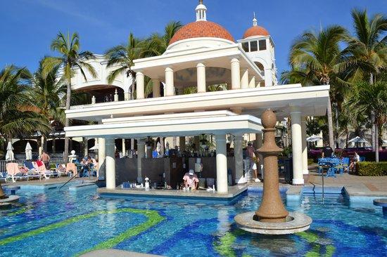 Hotel Riu Palace Cabo San Lucas: le bar dans la piscine