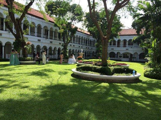 Hotel Majapahit Surabaya managed by AccorHotels : grosser Garten
