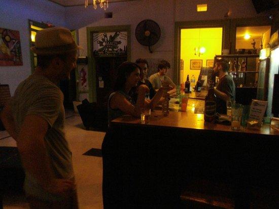Limehouse Youth Hostel: Jugando al Jenga con un Ukraniano, un Americano y una coqueta Argentina.