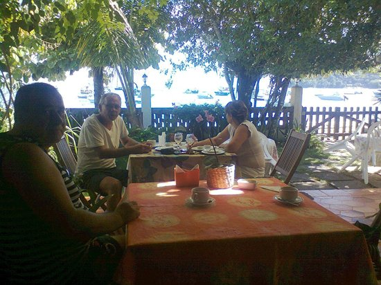 Pousada Manaca Inn: El desayunador frente al mar