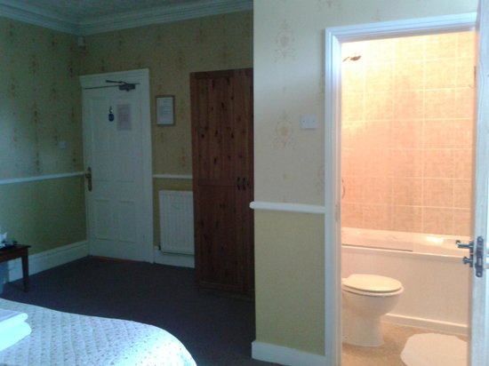 Springfield Guest House: Spacious Bed Room