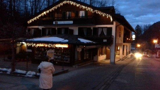Hotel Mueller by night
