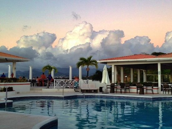 Grenadian by Rex Resorts : The magnificent pool area