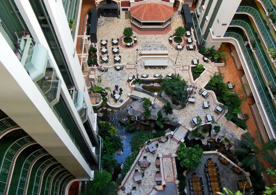Embassy Suites by Hilton Fort Lauderdale 17th Street: Enclosed Atrium & Courtyard